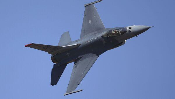 Caccia americano F-16 - Sputnik Italia