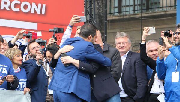 Matteo Salvini e Marine Le Pen - Sputnik Italia