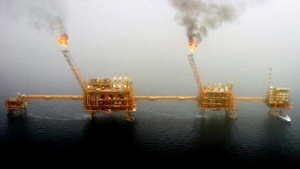Estrazione di petrolio in Iran - Sputnik Italia