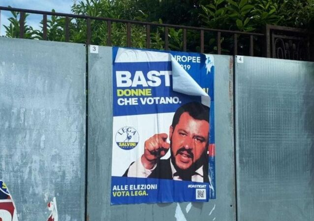 A Bologna, in vista delle elezioni europee 2019, sono apparsi manifesti finti dedicati alla Lega e M5S