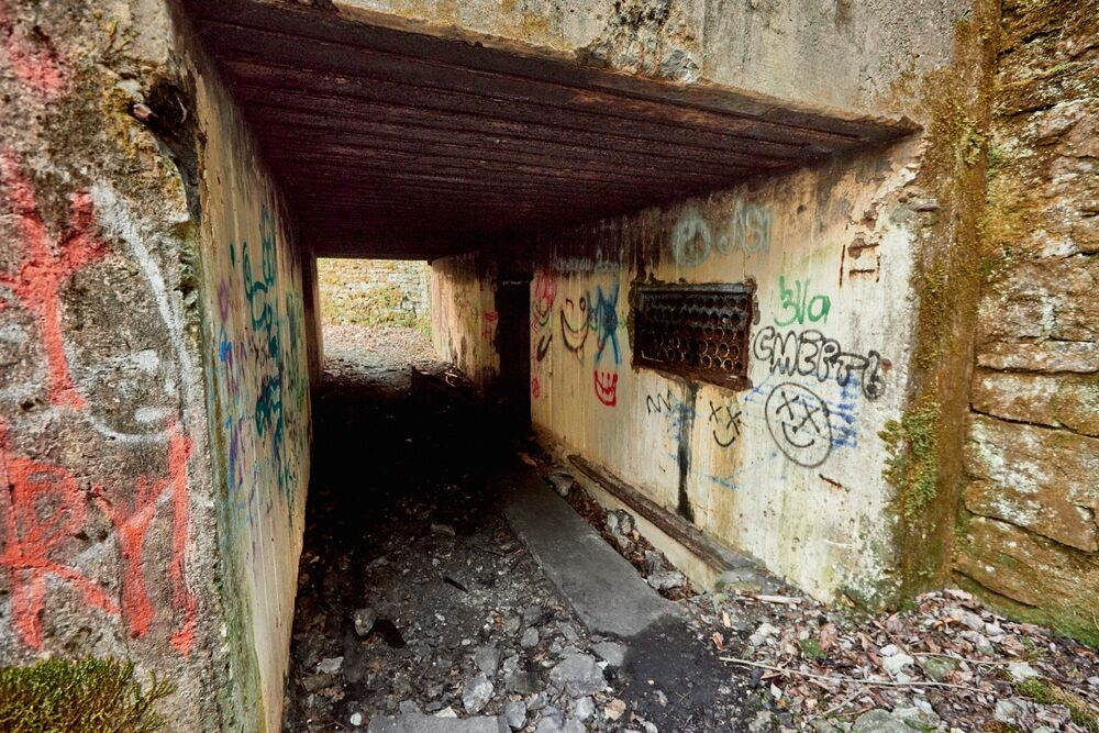 L'ingresso ad uno dei tunnel scavati nel 1916 per depositare munizioni destinate alla flotta zarista