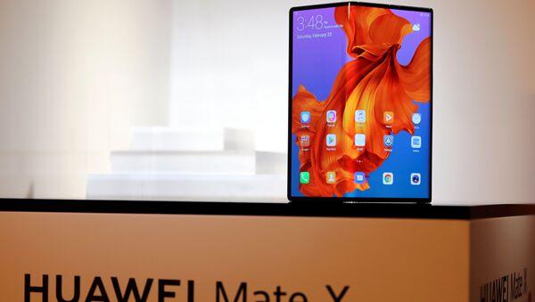 Lo smartphone d nuova generazione Huawei Mate X - Sputnik Italia