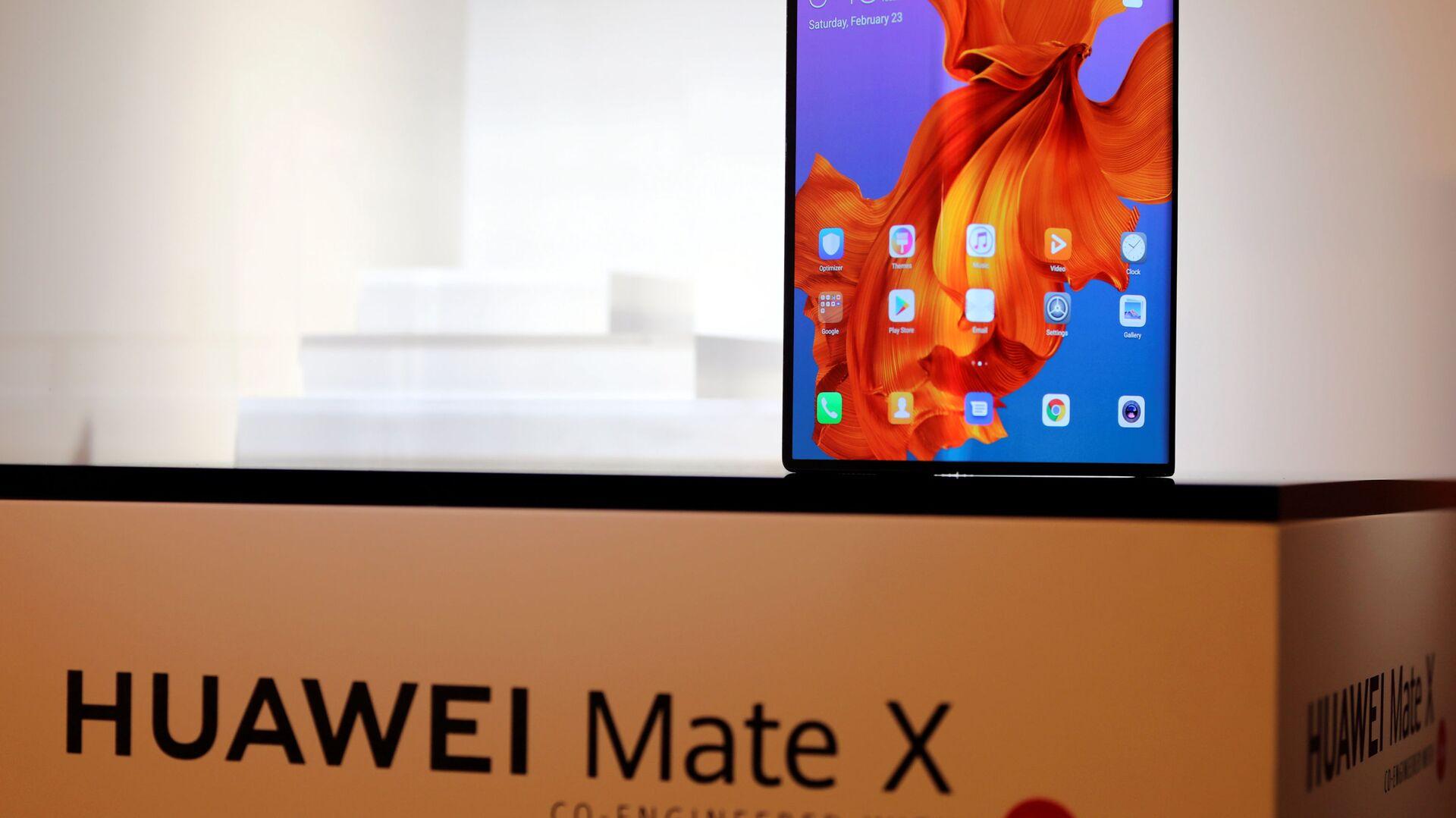 Lo smartphone d nuova generazione Huawei Mate X - Sputnik Italia, 1920, 06.05.2021