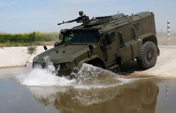 Uno dei nuovi mezzi Tayfun-PO per il trasporto di missili Igla, in dotazione alle truppe di difesa contraerea russe - Sputnik Italia