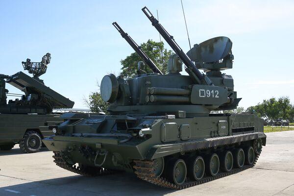 Il semovente antiaereo Tunguska equipaggiato con missili terra-aria - Sputnik Italia