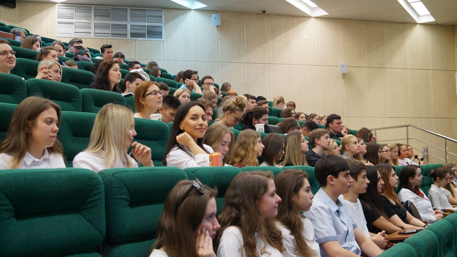 Gli studenti e studentesse della Facoltà di Studi Internazionali e Gestione Regionale  - Sputnik Italia, 1920, 28.05.2021