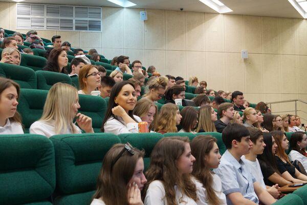 Gli studenti e studentesse della Facoltà di Studi Internazionali e Gestione Regionale  - Sputnik Italia