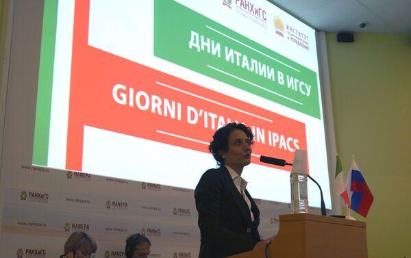 Francesca Santoro, primo Consigliere Commerciale dell'Ambasciata d' Italia a Mosca ha aperto i lavori della conferenza - Sputnik Italia
