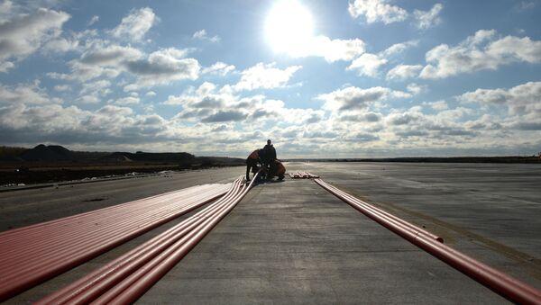 I lavori di costruzione della nuova pista dell'aeroporto di Domodedovo - Sputnik Italia