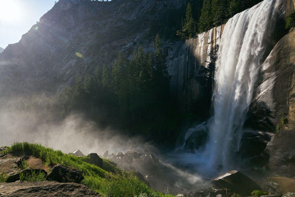 Le cascate Yosemite, nell'omonimo parco in California: sono alte 739 metri, con un salto massimo di 436 metri