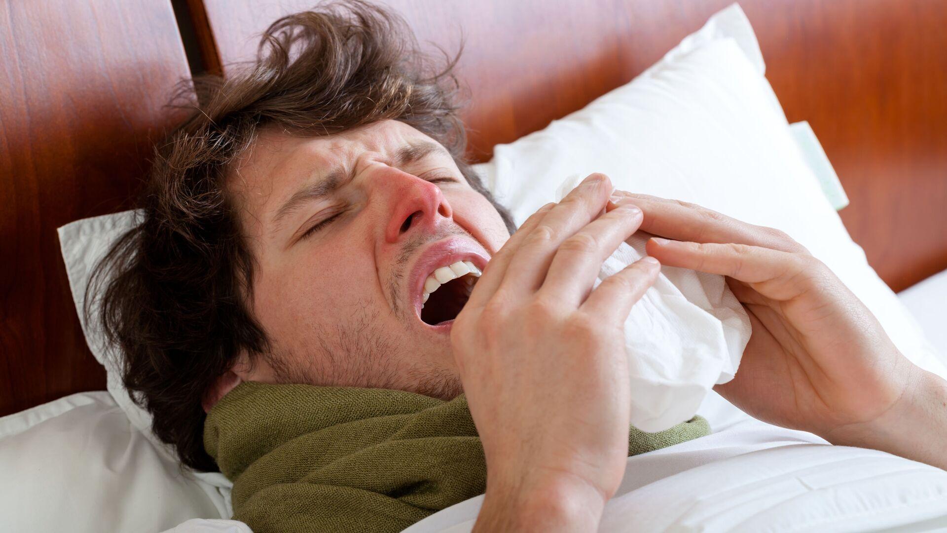 Uomo a letto con l'influenza - Sputnik Italia, 1920, 12.06.2021