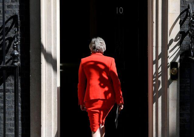 Theresa May dopo l'annuncio delle dimissioni
