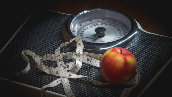 Весы и измерительная лента - Sputnik Italia