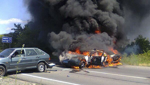 Две машины полиции в огне во время беспорядков в Мукачево - Sputnik Italia