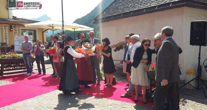 Cerimonia d'accoglienza degli ospiti russi ad Alleghe.
