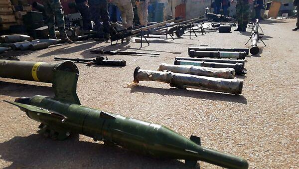 Armi e munizioni dei terroristi trovate dall'esercito siriano al sud del paese - Sputnik Italia