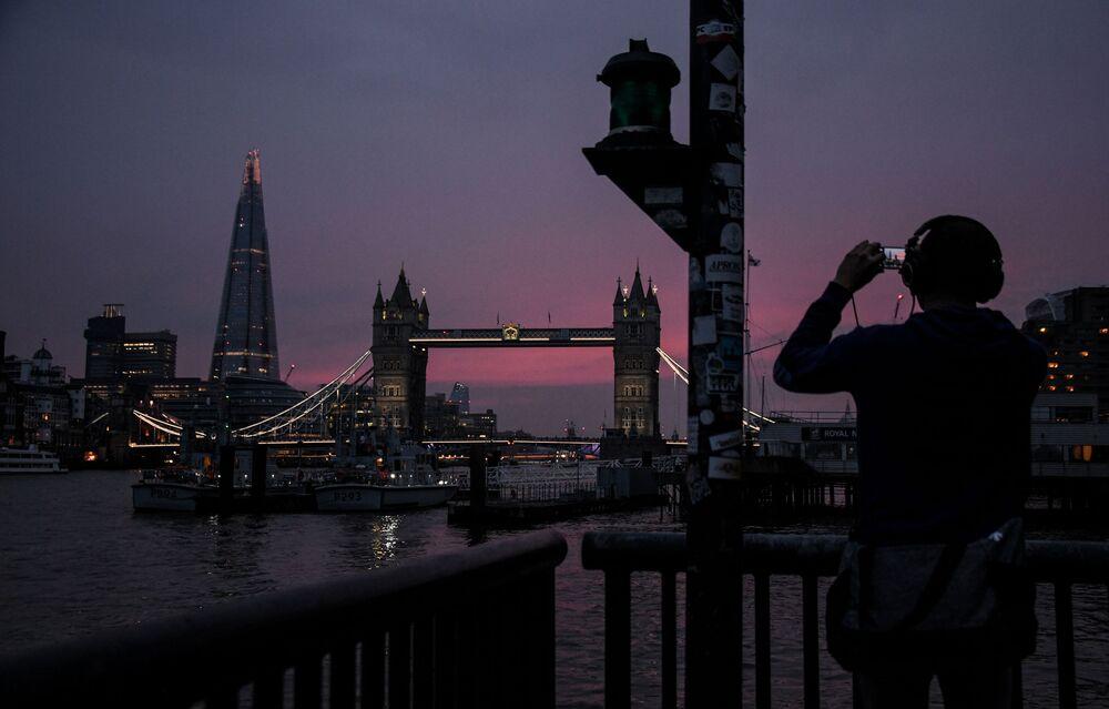 Il grattacielo più alto di Londra The Shard ed il Tower Bridge