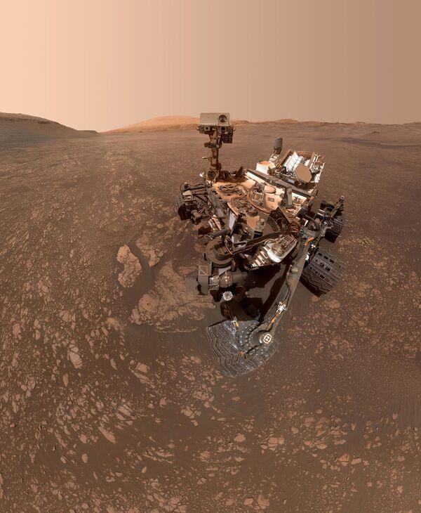 Il rover Curiosity della NASA si fa un selfie su Marte. - Sputnik Italia