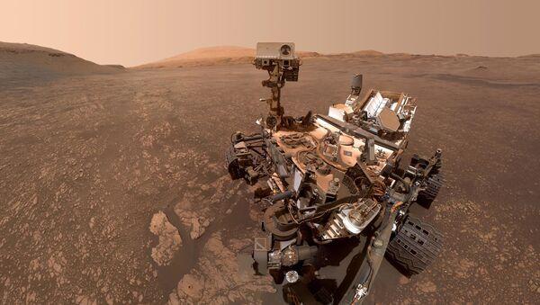 Марсоход Curiosity сделал сэлфи на фоне залежей глины - Sputnik Italia