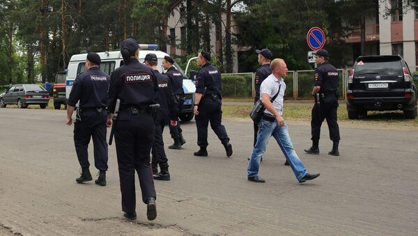 La polizia vicino allo stabilimento di Dzerzhinsk - Sputnik Italia