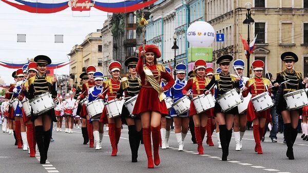 556 tamburi suonano insieme per il Guinness dei primati a San Pietroburgo - Sputnik Italia