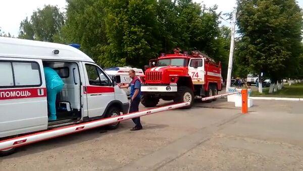 Ambulanze e macchine dei vigili del fuoco nelle immediate vicinanze della fabbrica Kristall a Dzerzhinsk - Sputnik Italia