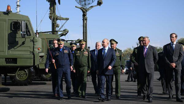 Vladimir Putin si è recato al Centro statale di volo del Ministero russo della Difesa a Akhtubinsk - Sputnik Italia