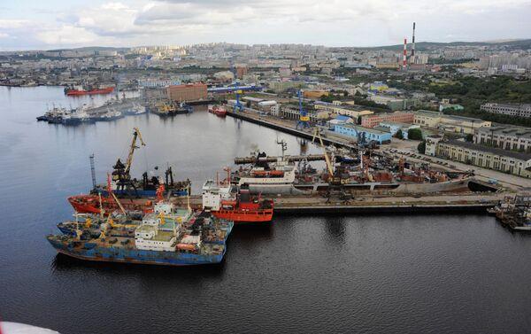 Carbone nel porto di Murmansk  - Sputnik Italia