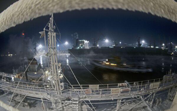 Il porto di Murmansk d'inverno - Sputnik Italia