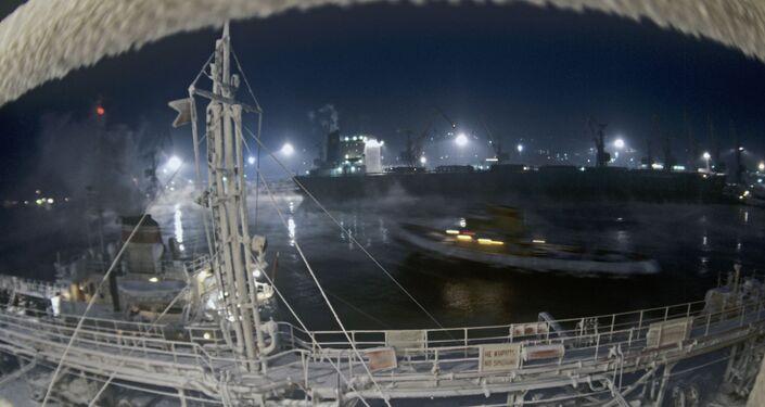 Il porto di Murmansk d'inverno