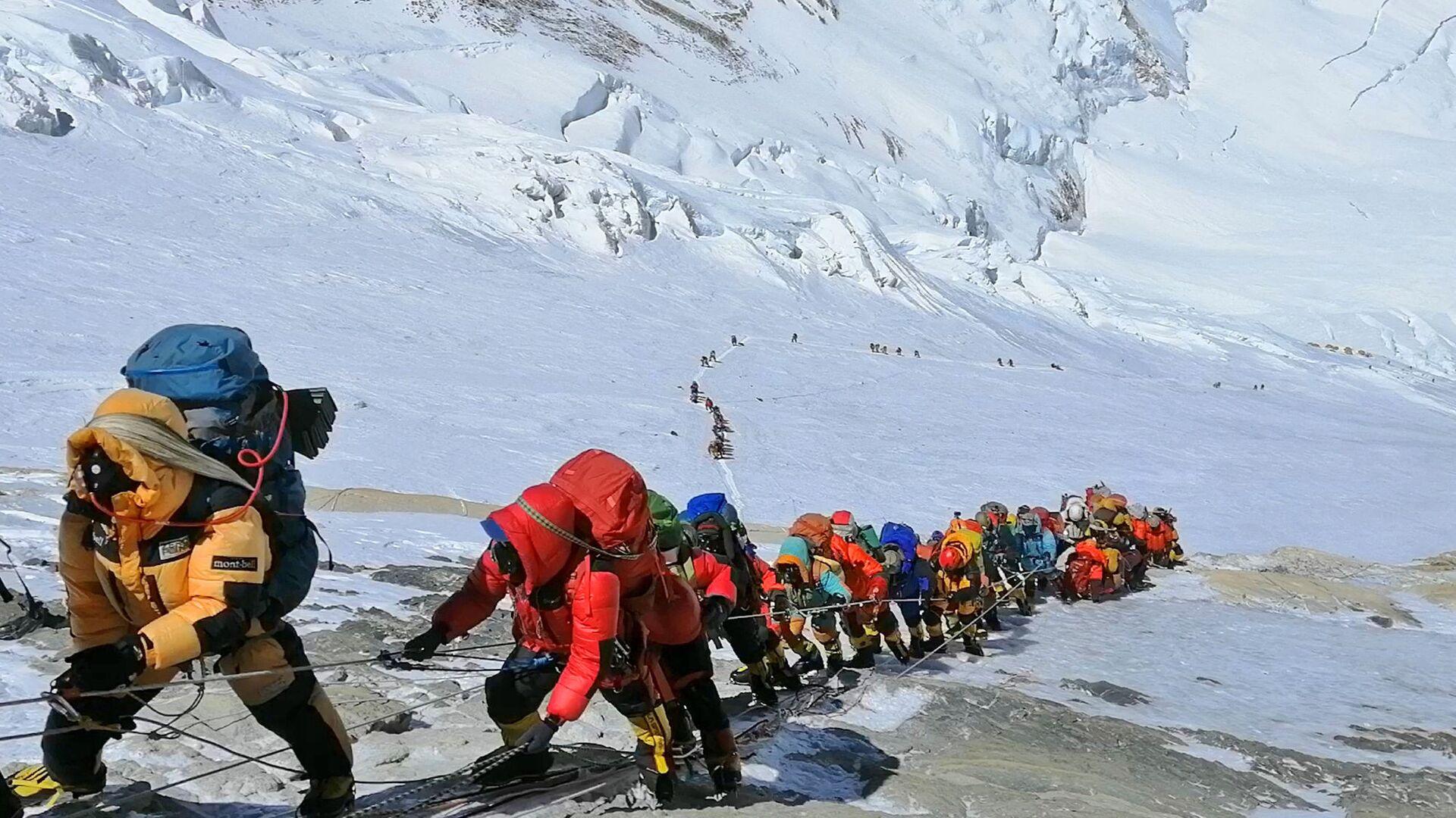 Tonnellate di rifiuti sull'Everest: opere d'arte vendute ad aste in Europa - Sputnik Italia, 1920, 08.02.2021