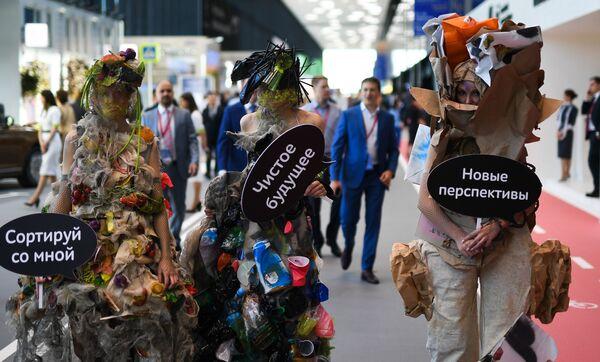 Gli ospiti del Forum Economico Internazionale di S. Pietroburgo (SPIEF) al centro espositivo Expoforum. - Sputnik Italia