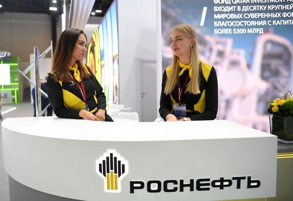 Il padiglione della compagnia Rosneft al centro espositivo Expoforum. - Sputnik Italia