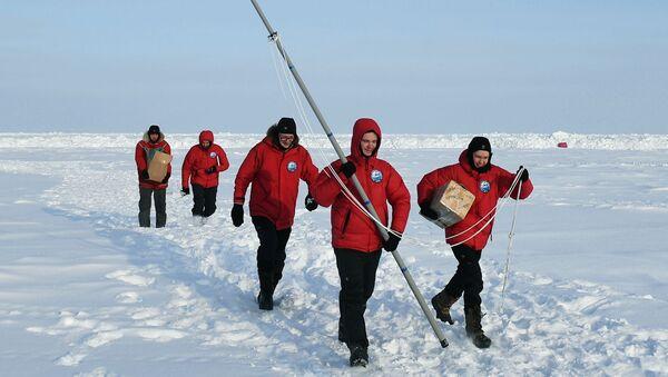 Partecipanti della decima grande spedizione artica al Polo Nord guidata da Matvej Shparo - Sputnik Italia