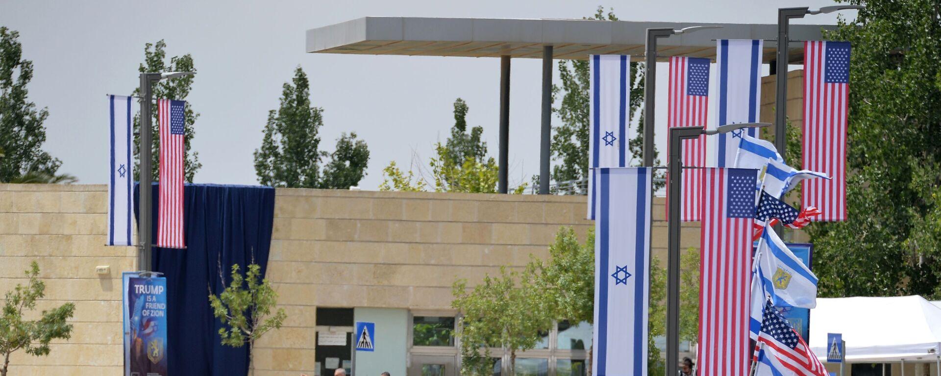 Le bandiere di USA e Israele presso la nuova Ambasciata statunitense a Gerusalemme - Sputnik Italia, 1920, 14.06.2021