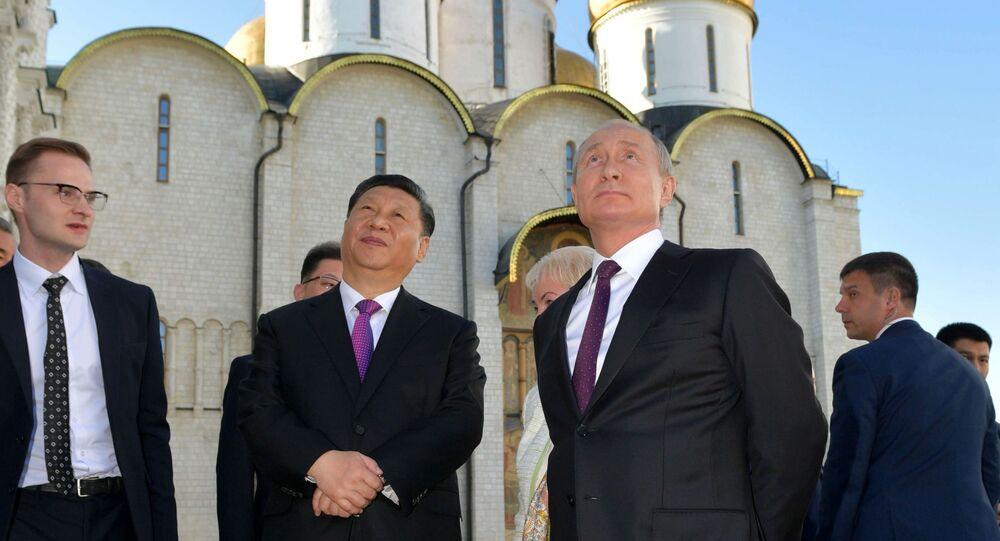 Il presidente cinese Xi Jinping e il presidente russo Vladimir Putin visitano il Cremlino a Mosca