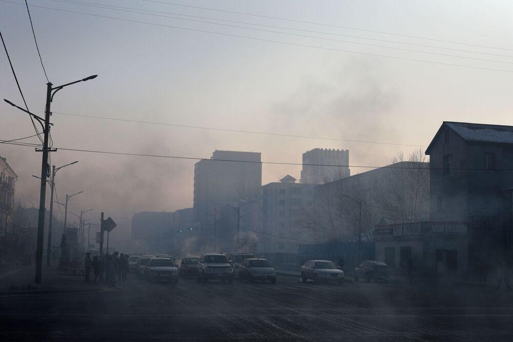 Ulan Bator, la capitale della Mongolia, avvolta dallo smog