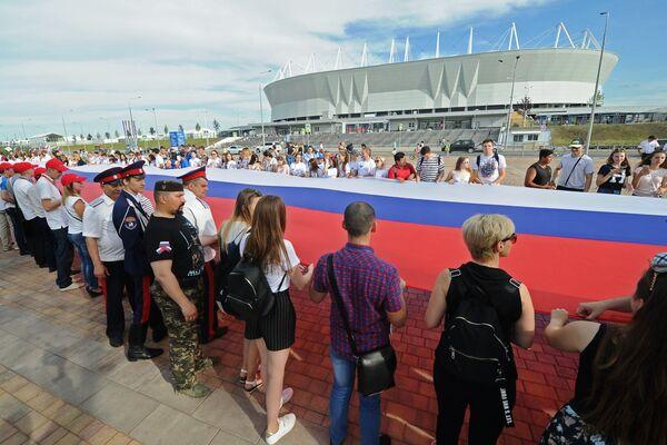 A Rostov sul Don in occasione del Giorno della Russia nel 2018 è stato esposto il tricolore russo più lungo al mondo: 220 metri  di lunghezza per 4,5 di larghezza - Sputnik Italia