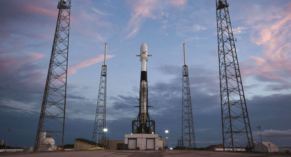 Razzo vettore Falcon-9 di SpaceX con satellite Starlink