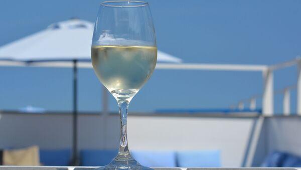 Calice di vino bianco - Sputnik Italia