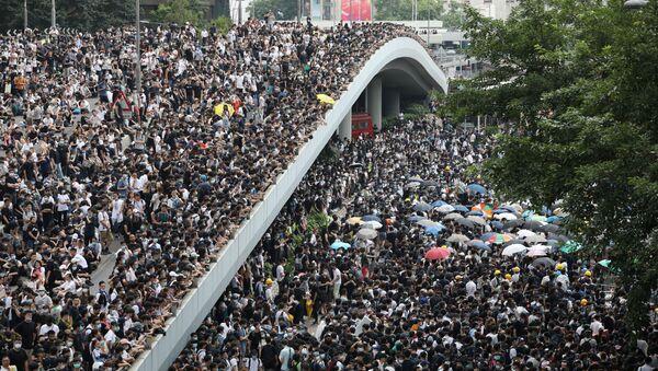 Manifestazione di protesta dei cittadini di Hong Kong contro le correzioni alla legge sull'estradizione - Sputnik Italia
