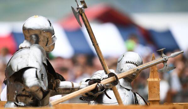 Un duello a colpi d'ascia  - Sputnik Italia