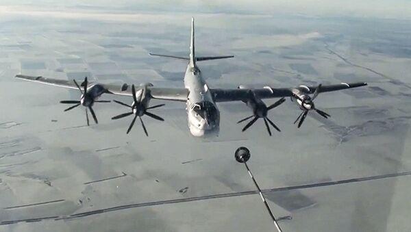 Bombariere russo Tu-95MS attacca i terroristi in Siria - Sputnik Italia
