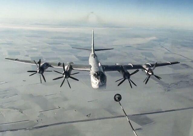 Bombariere russo Tu-95MS attacca i terroristi in Siria