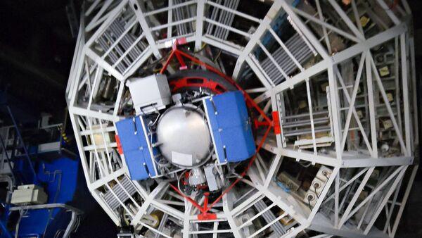 Very Large Telescope con lo strumento VISIR per la ricerca di pianeti extrasolari da Alpha Centauri. Questa immagine mostra NEAR montato su UT4, con il telescopio inclinato a bassa quota. - Sputnik Italia