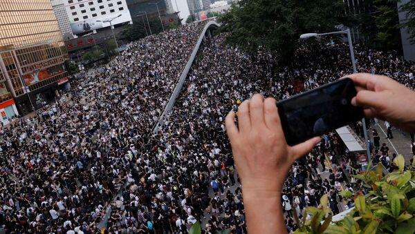 Многотысячная акция протеста жителей Гонконга против поправок к закону об экстрадиции - Sputnik Italia