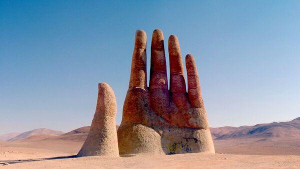 La Mano nel Deserto nel deserto dell'Atacama in Cile - Sputnik Italia
