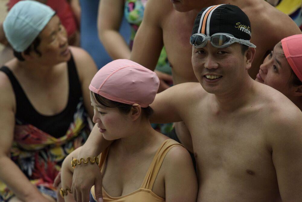 Una coppia all'acquapark Munsu di Pyongyang