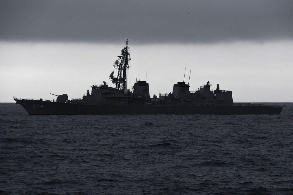 La nave cacciatorpediniere giapponese Suzunami, base dei soldati giapponesi durante le esercitazioni