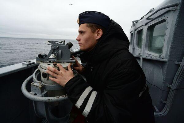 Un soldato russo di vedetta durante le esercitazioni SAREX 2019 - Sputnik Italia